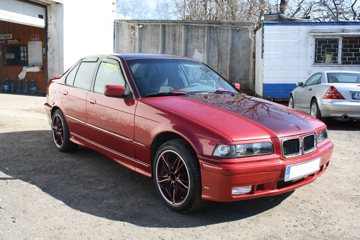 Punase BMW 3 Disain-ülevärvimine
