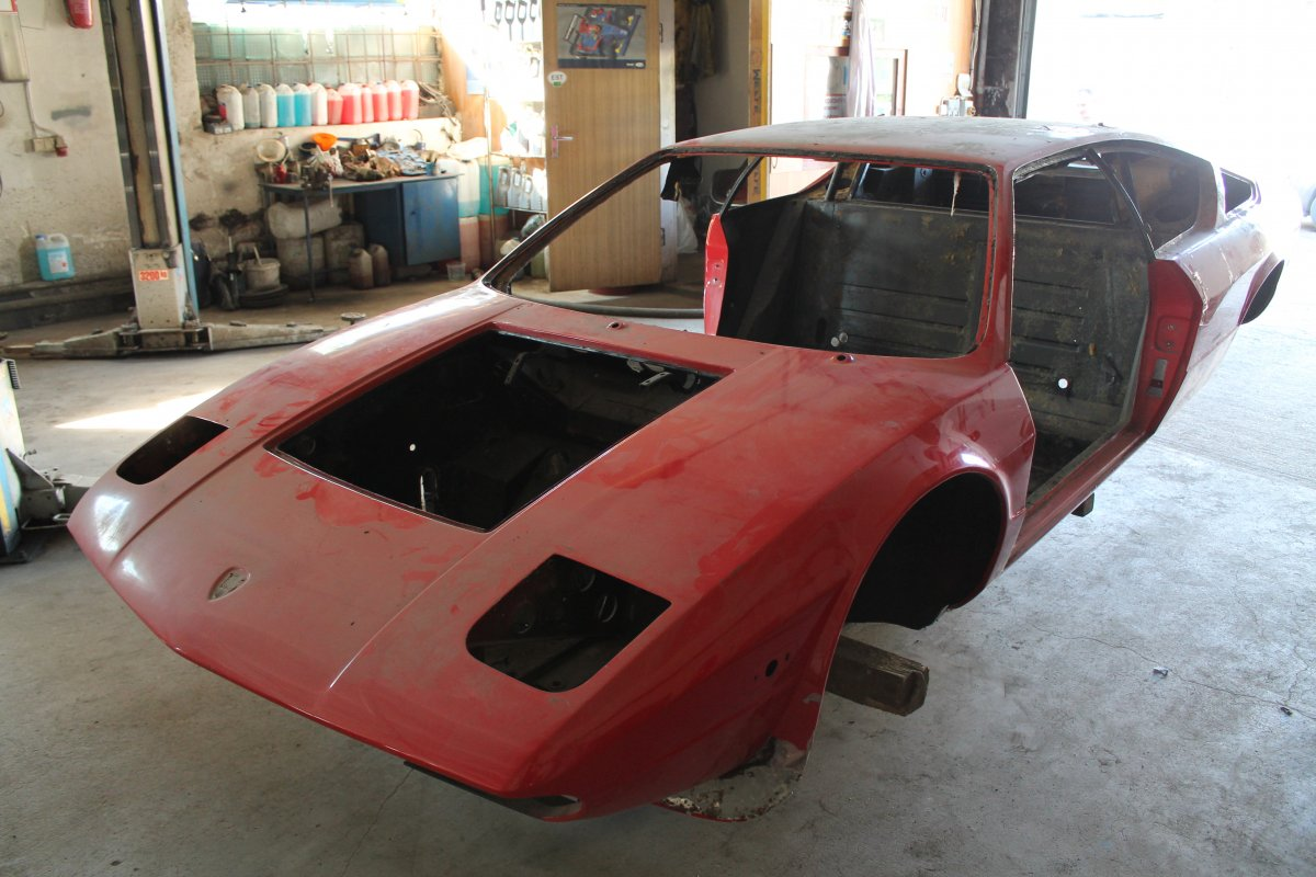 LAMBORGHINI Urraco P300 - Step 2 (Disassembled)